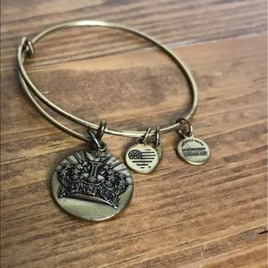 Alex and Ani Queen's Crown Bangle Rafaelian Gold